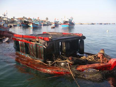 Tràn dầu ở biển Quy Nhơn: Truy tìm chủ tàu - 1