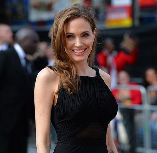 Angelina Jolie gạt Brad Pitt vì quá già - 3