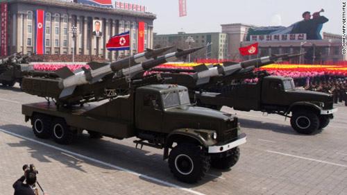 Triều Tiên rầm rập kéo tên lửa về thủ đô - 1