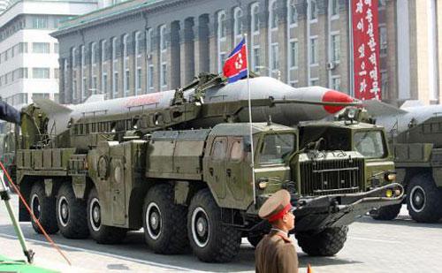 Triều Tiên rầm rập kéo tên lửa về thủ đô - 2