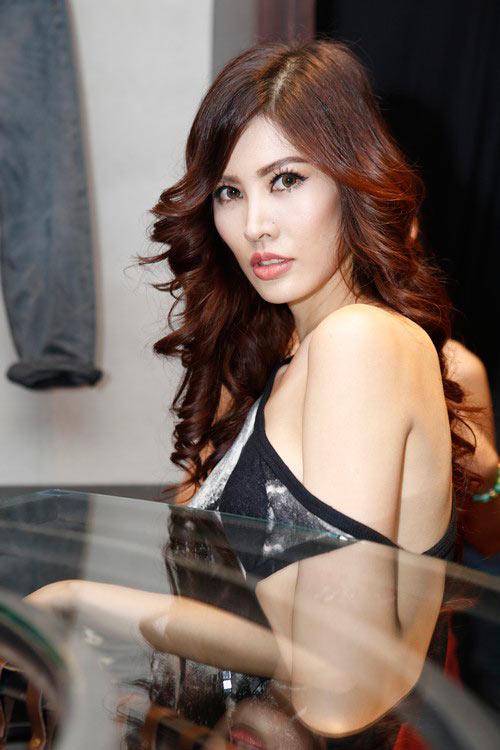 Thanh Hoài sexy với váy lệch vai - 1