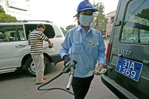 Lại đề nghị tăng giá xăng dầu - 1