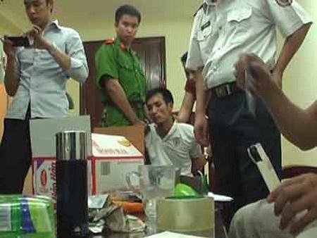 Truy tố 89 người buôn 4.400 bánh heroin - 1