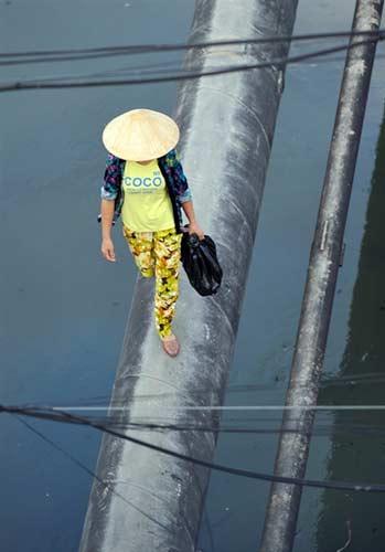 """Người dân Hà Nội """"làm xiếc"""" trên sông - 7"""