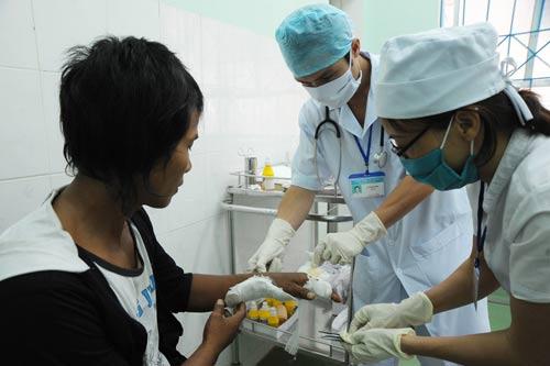 Trai làng hỗn chiến, hơn chục người nhập viện - 1