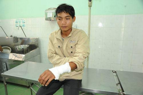 Trai làng hỗn chiến, hơn chục người nhập viện - 2