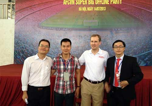 Fan Việt làm nóng không khí đón Arsenal - 1