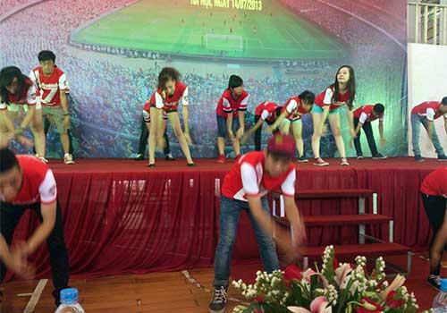 Fan Việt làm nóng không khí đón Arsenal - 6
