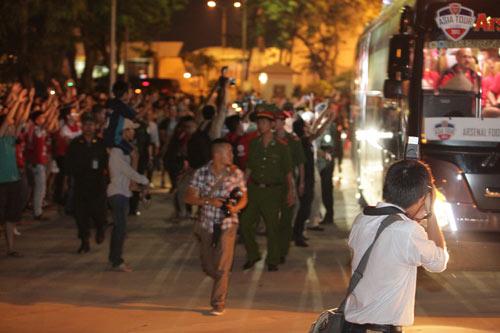 NÓNG: Arsenal đã có mặt tại Việt Nam - 3