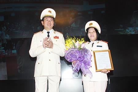 Lần đầu tiên có nữ Thiếu tướng Công an - 2