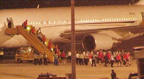 NÓNG: Arsenal đã có mặt tại Việt Nam - 2