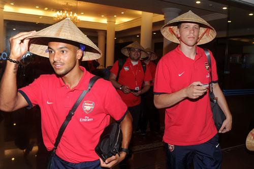 NÓNG: Arsenal đã có mặt tại Việt Nam - 11