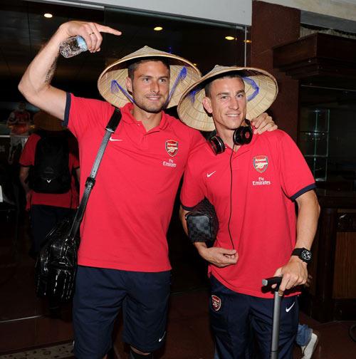 NÓNG: Arsenal đã có mặt tại Việt Nam - 12