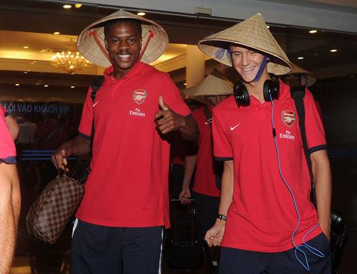 NÓNG: Arsenal đã có mặt tại Việt Nam - 13