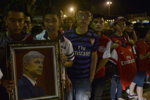 NÓNG: Arsenal đã có mặt tại Việt Nam - 9