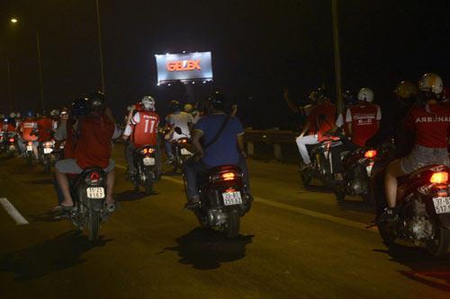NÓNG: Arsenal đã có mặt tại Việt Nam - 10
