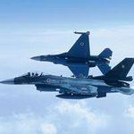 """Tin tức trong ngày - Chiến đấu cơ Nhật """"bám"""" máy bay ném bom Nga"""