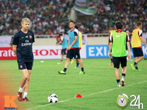 """""""1001"""" cảm xúc của HLV Wenger ở Hà Nội - 4"""