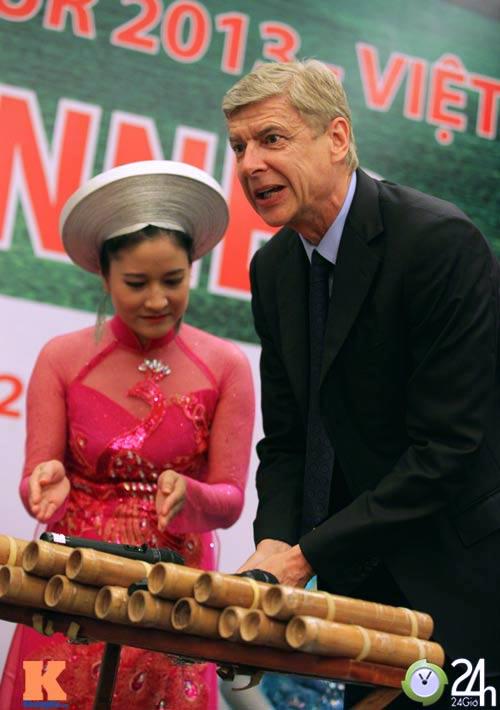 """""""1001"""" cảm xúc của HLV Wenger ở Hà Nội - 13"""