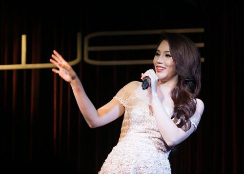Hương Hồ nghẹn ngào ngày trở lại, Ca nhạc - MTV, Ho Quynh Huong, Huong Ho, tro lai, dem nhac, tinh lang, album vol 8, album moi, ca sy vung mo, Anh, ngoi sao ca nhac, ngoi sao, vn, doc bao, tin tuc