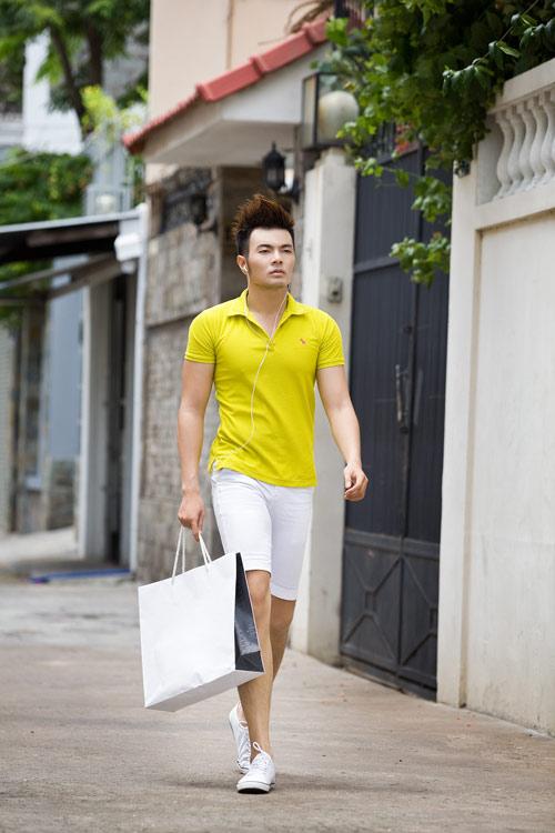 Phối màu với chiếc quần shorts trắng - 11