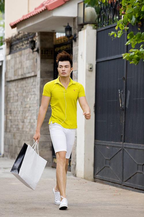 Phối màu với chiếc quần shorts trắng - 14