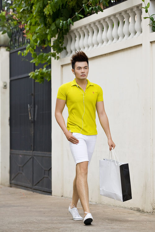 Phối màu với chiếc quần shorts trắng - 15