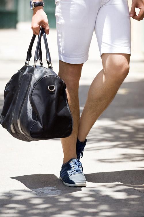 Phối màu với chiếc quần shorts trắng - 4