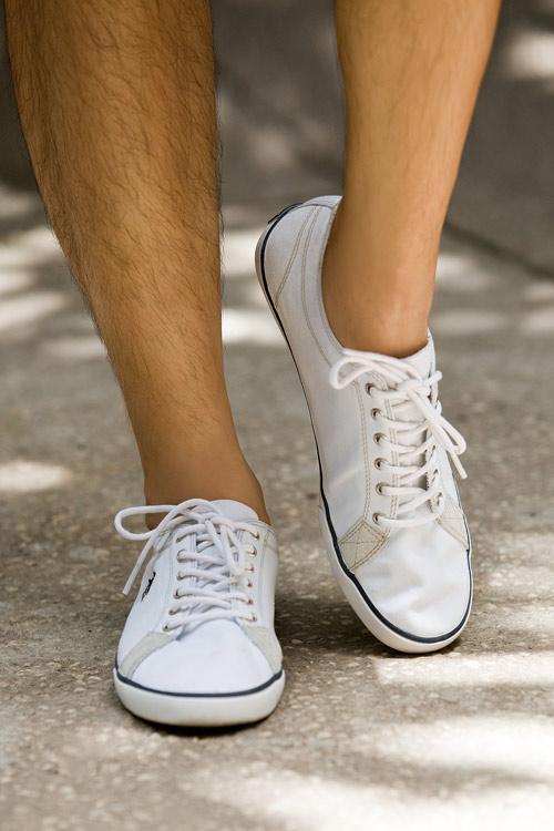 Phối màu với chiếc quần shorts trắng - 16
