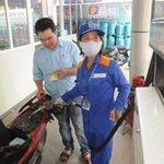 Thị trường - Tiêu dùng - Tạm giữ giá xăng: Nên áp dụng công cụ thuế