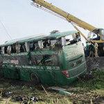 Tin tức trong ngày - Lật xe khách Bắc-Nam, 20 người hút chết