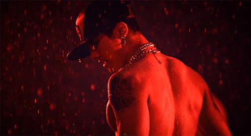 Kim Hyun Joong xé áo trong MV 6 tỷ - 4