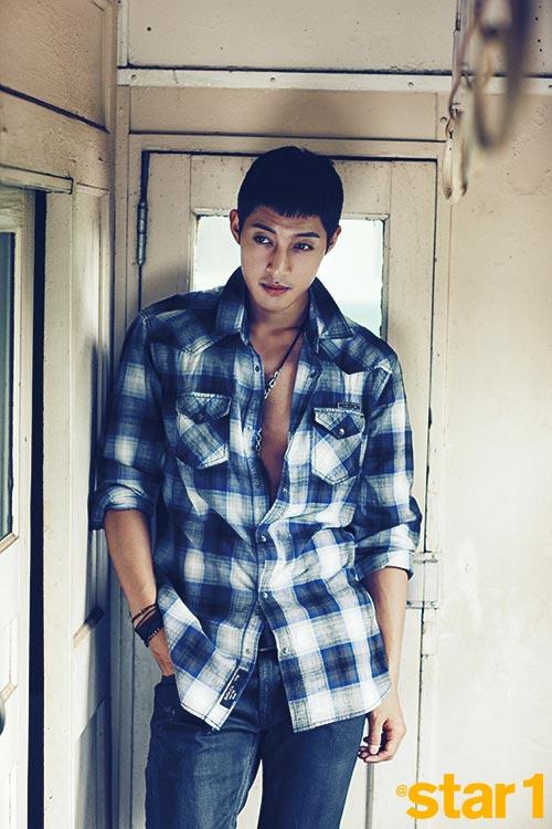 Kim Hyun Joong xé áo trong MV 6 tỷ - 9