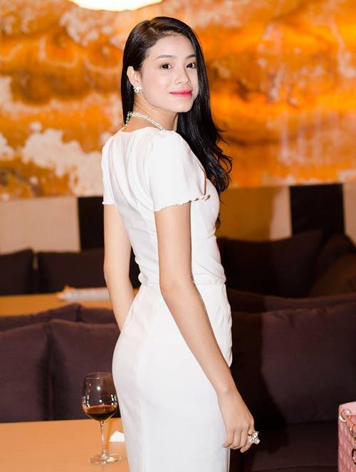Nguyễn Thị Loan ngày càng đẹp mặn mà - 8