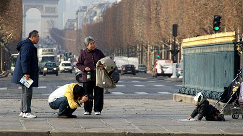 Dân Paris học cách quyến rũ du khách TQ - 1