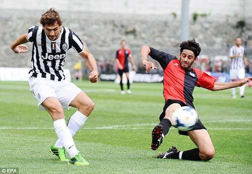 Juventus - Val D`Aosta: Tevez nổ súng - 7