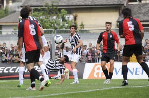 Juventus - Val D`Aosta: Tevez nổ súng - 4