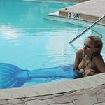"""Phi thường - kỳ quặc - """"Nàng tiên cá"""" bị cấm trong bể bơi"""