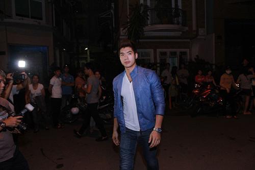 Sao Việt viếng Wanbi trong đêm - 12