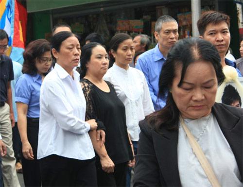 Mẹ Wanbi Tuấn Anh khóc ngất tiễn con - 10