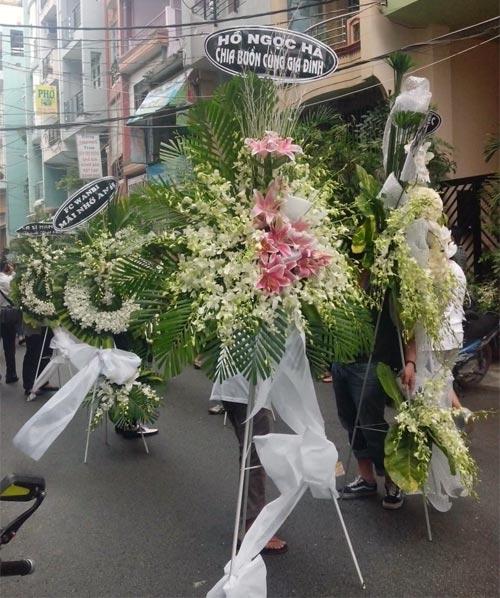 Mẹ Wanbi Tuấn Anh khóc ngất tiễn con - 20