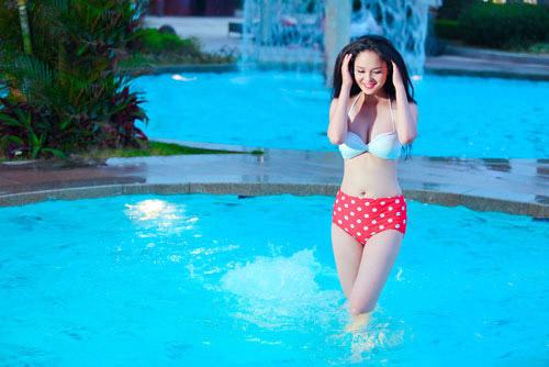 Người đẹp ngọt ngào với bikini chấm bi - 1