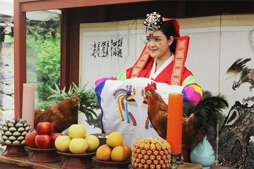 Á hậu Hoàng Anh xinh đẹp diện hanbok - 1