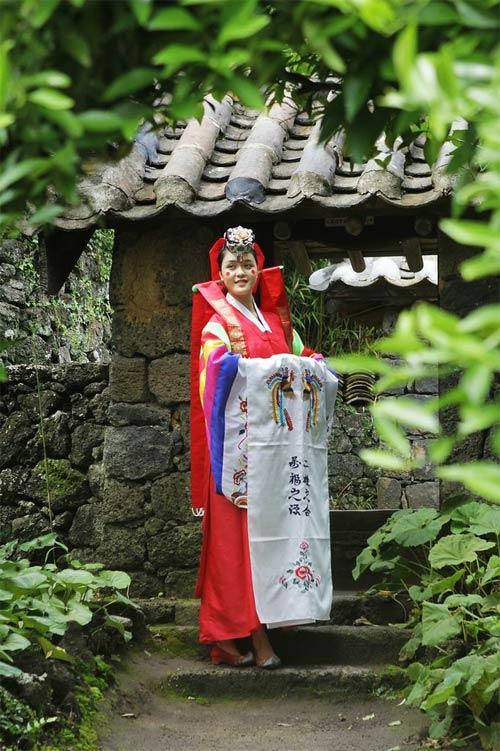 Á hậu Hoàng Anh xinh đẹp diện hanbok - 2