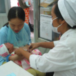 """Sức khỏe đời sống - Vụ 3 trẻ tử vong: Nghi ngờ vắc-xin có """"chất lạ"""""""