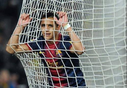 HOT: Valencia hỏi MU mượn Chicharito - 2