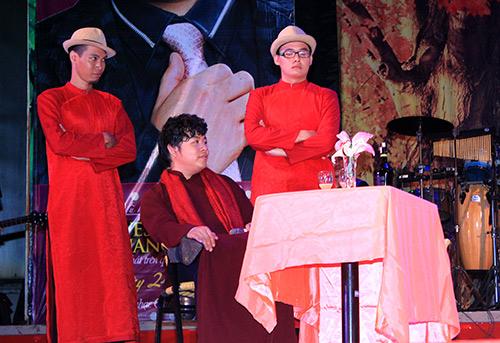 Quang Lê hôn fan nữ trên sân khấu - 7