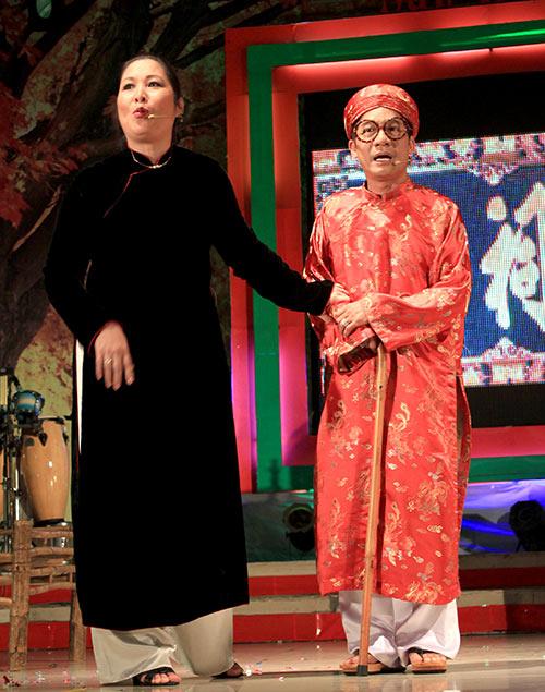 Quang Lê hôn fan nữ trên sân khấu - 15