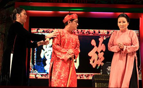 Quang Lê hôn fan nữ trên sân khấu - 14