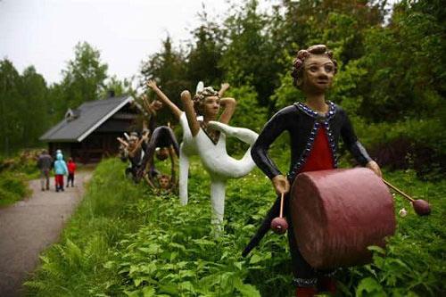 Những bức tượng kỳ quái ở rừng Phần Lan - 5